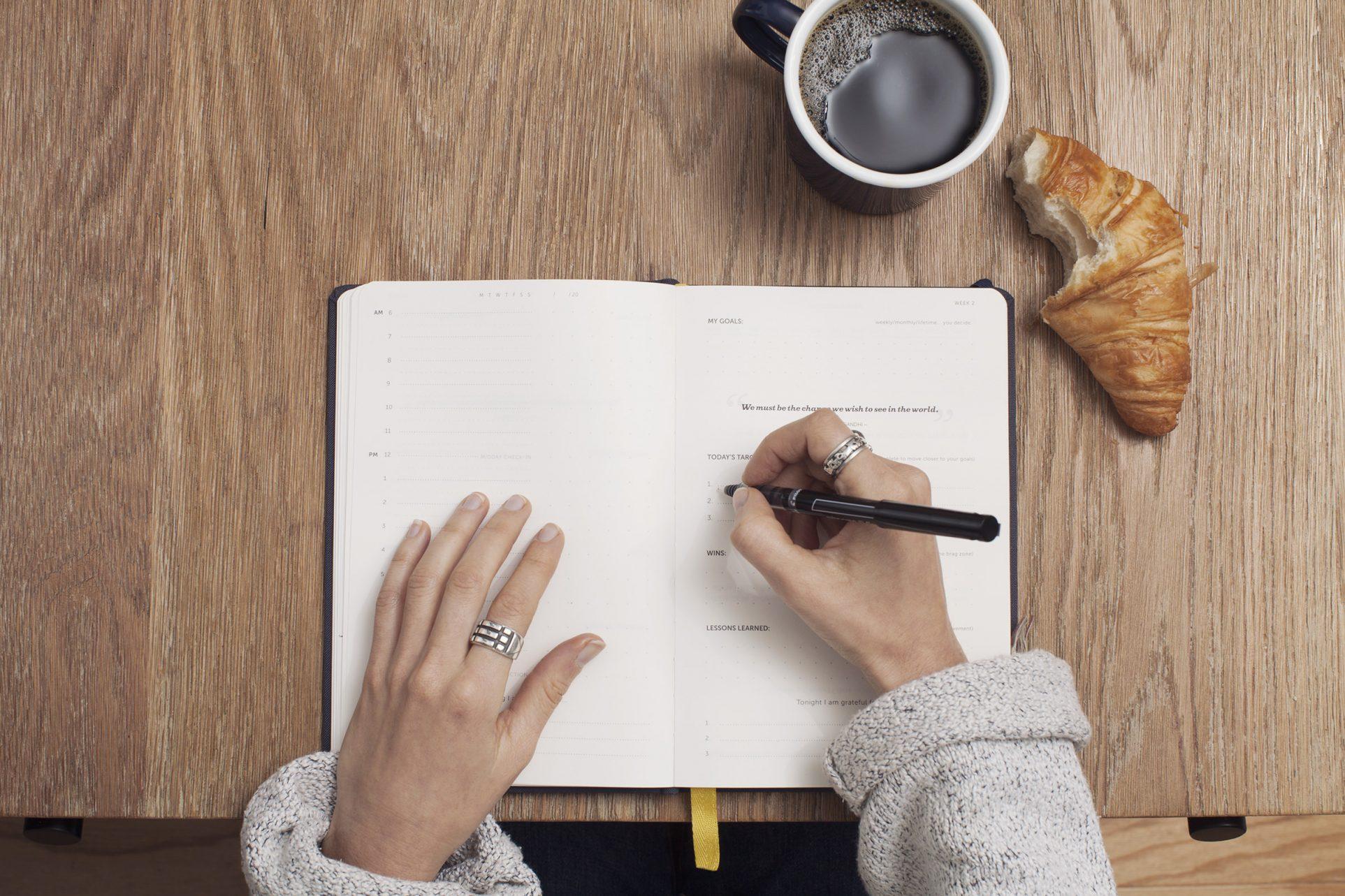10 Easy Blogging Tips From Experts [Plus One Bonus Tip]